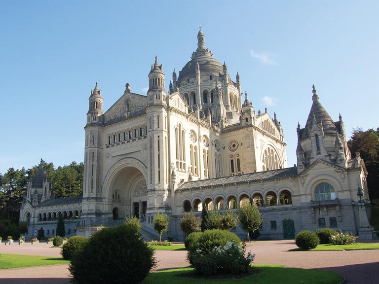 Sterenn Architecture - Basilique-Sainte-Therese-Li.jpg